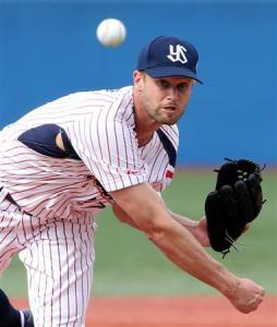 Canadian hurler Chris Leroux throwing for the Yakult Swallows last season. (Photo credit: Google Images)